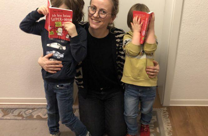 SusiGroth 665x435 - Normal reicht doch vollkommen: Warum NIEMAND eine Super-Mom sein muss - Warum es reicht, eine ganz normale Mutter zu sein - und zwar IMMER und nicht nur in Krisen-Zeiten, dazu durften wir Susi Groth interviewen.