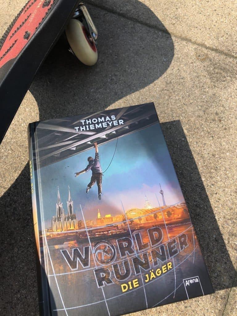 Teeniebuchroll 768x1024 - Super Bücher für Kinder mit 3, 6, 9, 11 und 13 Jahren! - Hier kommen die besten Bücher von Arena für Kinder mit 3, 6, 9, 11 und 13 Jahren, die ihr lokal bestellen könnt, um nicht nur zu lesen, sondern auch um die Buchhandlungen zu retten.