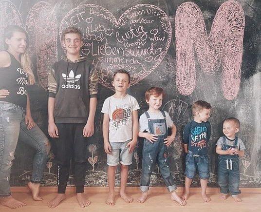Milena 536x435 - Sind wir genervt? Ja! Sind wir glücklich? Auf jeden Fall! Milena über ihren Corona-Alltag mit 5 Kindern - Fünf Jungs zwischen 1 und 14 - ganz schön was los bei Milena!