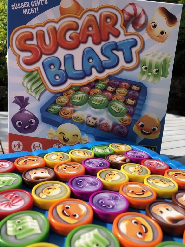Sugar1 768x1024 - Sugar Blast: Von Süßigkeiten, die gute Laune machen und KEIN Karies verursachen! - Ein zuckersüßes Spiel, das echt mal eine tolle Abwechslung ist. Für mehr Leichtigkeit mit den Kids im Alltag!