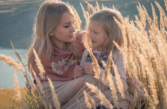 family 1848957 1280 665x435 - Corona-Regeln in der Kita: Für unsere Tochter ist das alles zu viel - Yolandas Tochter ist in der Notbetreuung ganz unglücklich: