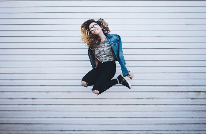 wall 2559749 1280 665x435 - Starker Beckenboden: Mehr Freiheit, weniger Schmerzen, besserer Sex! - Naaaaaa, wer von Euch hüpft noch unbeschwert auf dem Trampolin? Wir haben hier super Tipps für einen starken Beckenboden: