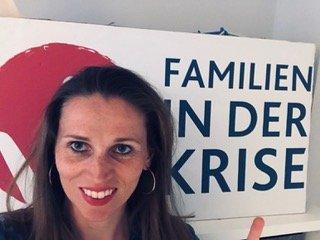 """Diane - Familien in der Krise: Wir wandeln unsere Wut in Energie und wollen was bewegen - Diane engagiert sich in der Initiative """"Familie in der Krise"""" - wir haben mir ihr darüber gesprochen:"""