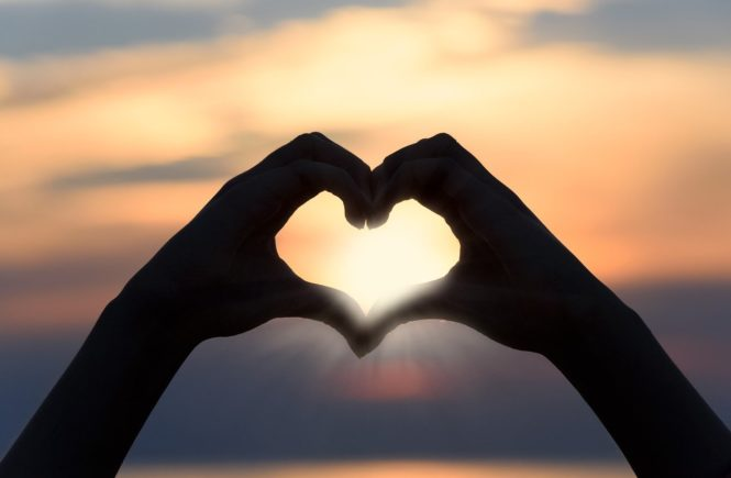 heart 3147976 1280 665x435 - Regenbogen-Familie: Wichtig ist Liebe, nicht Blutsverwandtschaft - Nicole lebt mit ihrer Frau und zwei Kindern an der Hand und zwei im Herzen zusammen. Wie sie Familie definiert, erzählt sie hier: