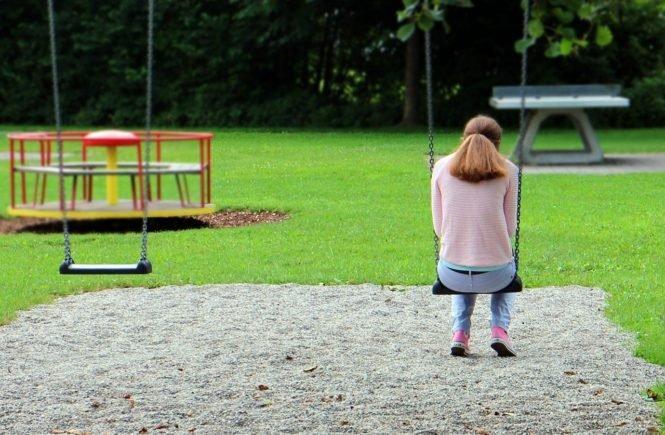 person 409127 1280 665x435 - Leben am Existenzminimum: Angi war noch nie mit den Kindern im Urlaub - Angi ist alleinerziehende Mama. Wie sie ihren Alltag meistert: