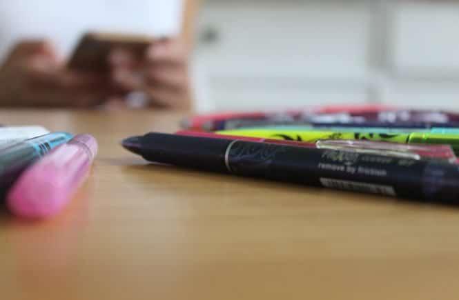 FriXion1 665x435 - #back2school: Mama ist verhext! Wie mich die Kinder mal in ausradierbare FriXion Stifte verwandelten (mit Videobeweis) - Pünktlich zum Schulstart haben wir die ausradierbaren FriXion Stifte von Pilot getestet. Das Fazit? Lest ihr hier.
