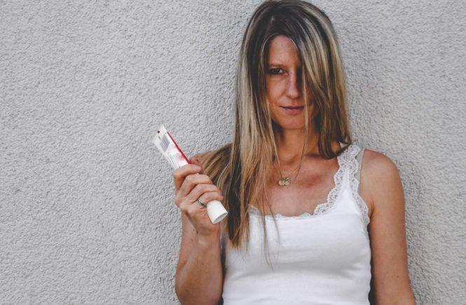 Laurazahnpasta 665x435 - Corona-Notfall-Plan gegen zu großen Mental Load: Familien-Organisation gerechter verteilen - Mental Load-Expertin Laura Fröhlich verrät uns die besten Tipps für eine gerechtere Verteilung der Familienarbeit. Auch und gerade in Corona-Zeiten.